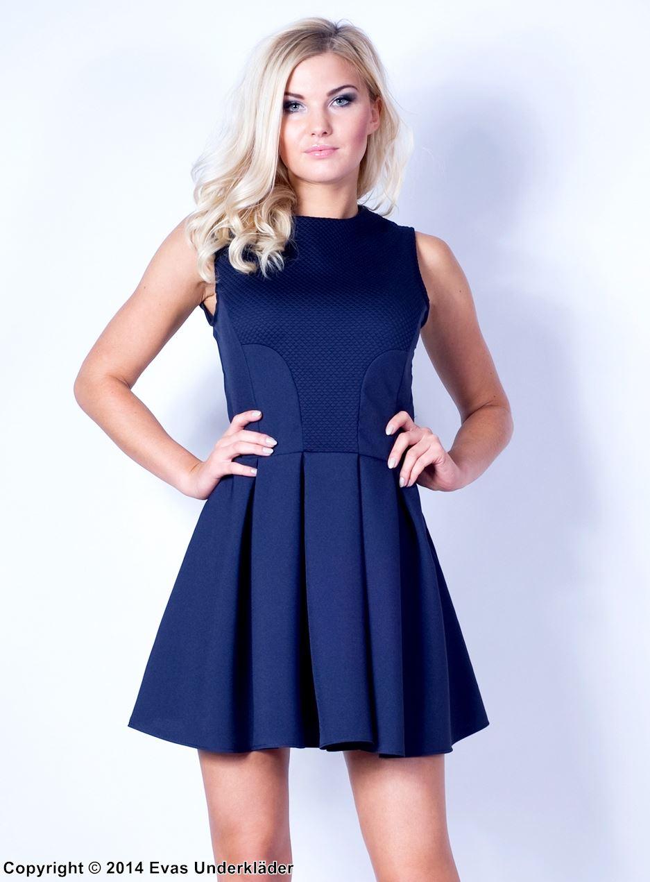 Klänning med vid kjol och diskret rutmönster 70754d6e88e70